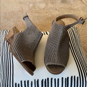 Lucky Brand sandals laser cut tan NWT 8.5